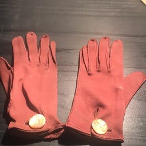 Accessories - 1950's brown gloves with button